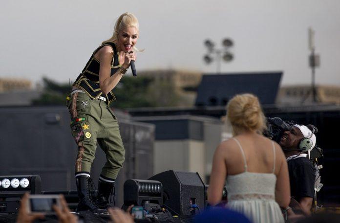 Gwen Stefani, ¿el compromiso de Blake Shelton es un 'truco de calificación'?